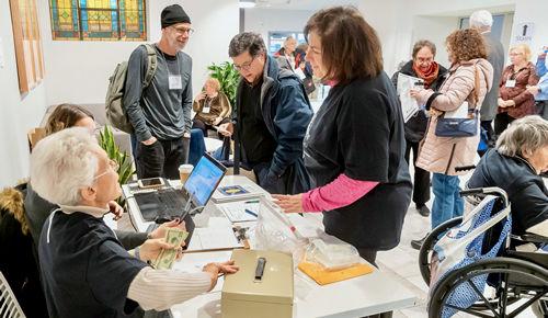 Dana Klein at Registration LimmudFest 2019